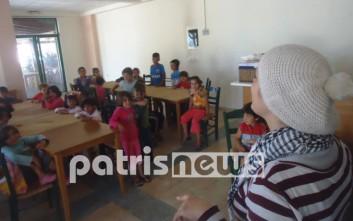 Προσφυγόπουλα στα θρανία του κέντρου φιλοξενίας
