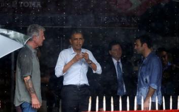 Ο Ομπάμα τρώει bun cha στο Ανόι μαζί με τον Άντονι Μπουρντέν