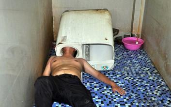 Άτυχος άνδρας κόλλησε... μέσα στο πλυντήριο ρούχων!