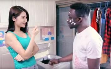 Σάλος με κινέζικη διαφήμιση απορρυπαντικού που τη χαρακτηρίζουν ρατσιστική