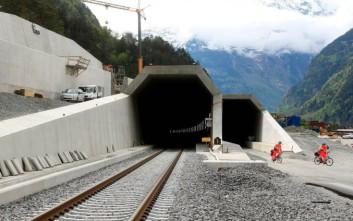 Μια γιγάντια σιδηροδρομική σήραγγα στις Άλπεις