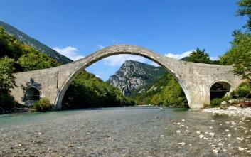 Παραδόθηκε μελέτη για την αναστήλωση του ιστορικού γεφυριού της Πλάκας