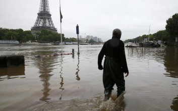 Παραμένει «βυθισμένη» στο νερό η Γαλλία