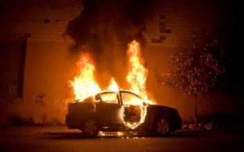 Εμπρηστική επίθεση σε δύο οχήματα στη Θεσσαλονίκη