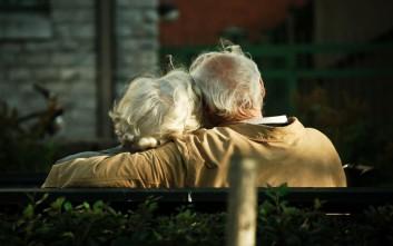 Ηλικιωμένοι «κλέφτηκαν» για να ζήσουν τον… εφηβικό τους έρωτα, το πρωταπριλιάτικο ψέμα που έγινε viral