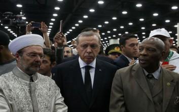Ενοχλημένος ο Ερντογάν από τους διοργανωτές της κηδείας του Μοχάμεντ Άλι