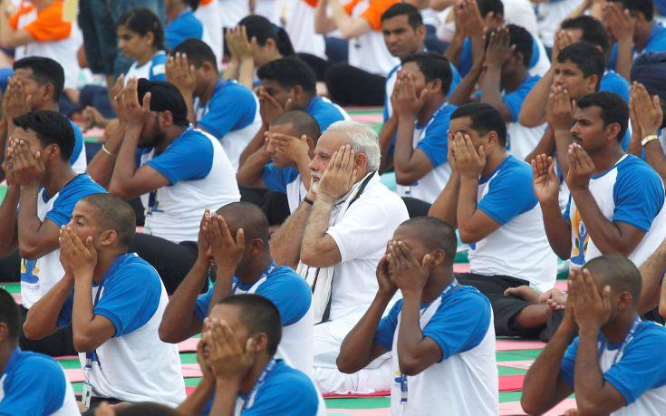 2016-06-21T052332Z_546320038_S1AETLCWXGAB_RTRMADP_3_WORLD-YOGADAY-INDIA-MODI