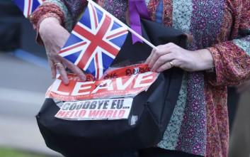 Απορρίπτει το «τελεσίγραφο» της ΕΕ για τον λογαριασμό του Brexit η Βρετανία