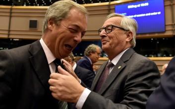 Γιούνκερ: Απαγόρευσα στους Επιτρόπους κάθε συζήτηση με Βρετανούς