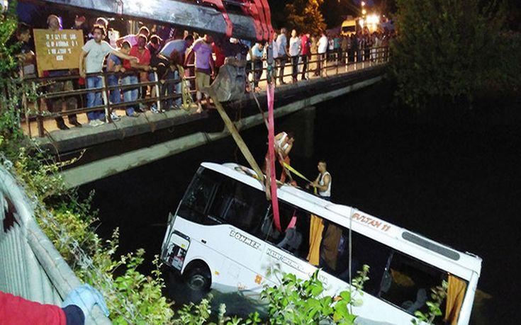 «Βουτιά» τουριστικού λεωφορείου σε αρδευτικό κανάλι στην Τουρκία