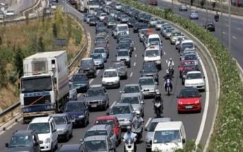 Καταρρακτώδης βροχή και τροχαίο φράκαραν την εθνική Θεσσαλονίκης-Νέων Μουδανιών