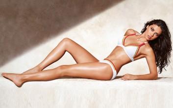 Η Adriana Lima φοράει τα πιο καυτά μαγιό
