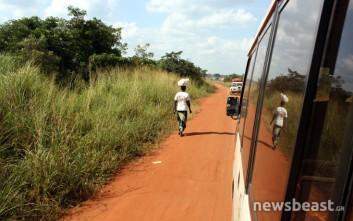 Τι βλέπεις διασχίζοντας οδικώς 400 χιλιόμετρα στην Ουγκάντα…