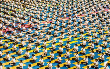 Χιλιάδες γιόρτασαν την Παγκόσμια Ημέρα Γιόγκα