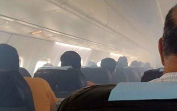 Τρόμος στον αέρα με καμπίνα αεροσκάφους να γεμίζει καπνούς
