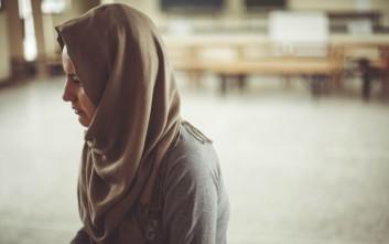 Η Αρεζού από το Αφγανιστάν μοιράζεται μαζί μας την ιστορία της