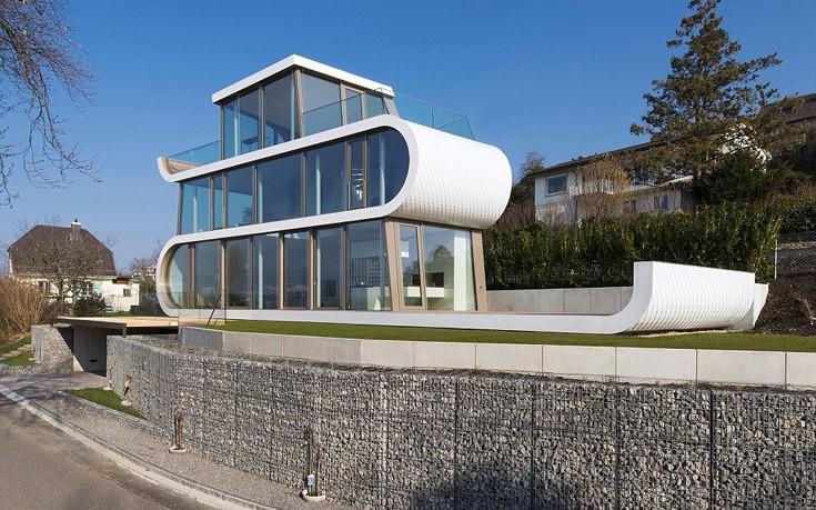 Το φουτουριστικό «γυάλινο» σπίτι με θέα στη λίμνη της Ζυρίχης