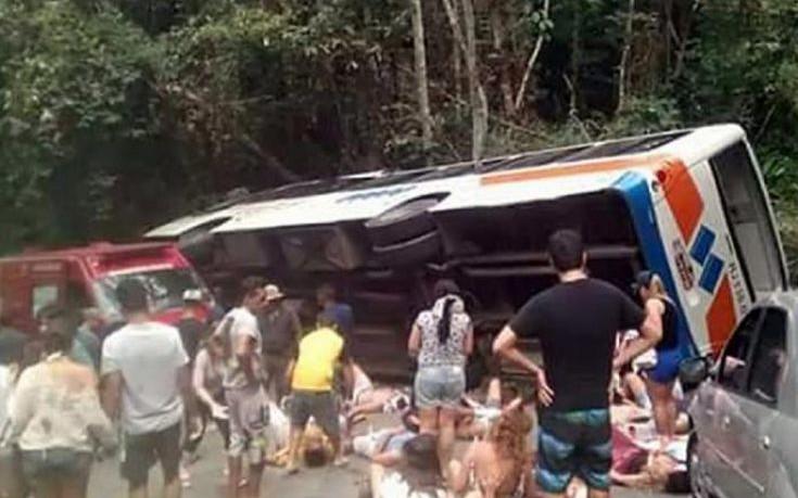 Δεκαπέντε νεκροί από ανατροπή λεωφορείου στη Βραζιλία