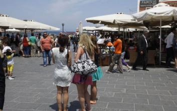 «Βουλιάζουν» τα ελληνικά νησιά από τουρίστες