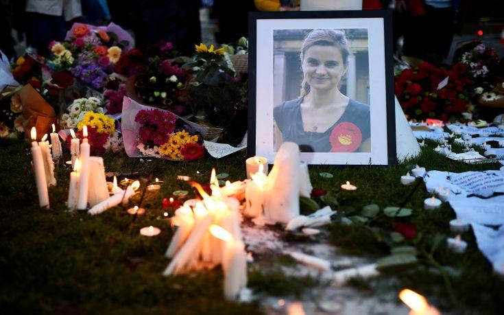 Διώκεται για ανθρωποκτονία ο δράστης της δολοφονίας της Τζο Κοξ