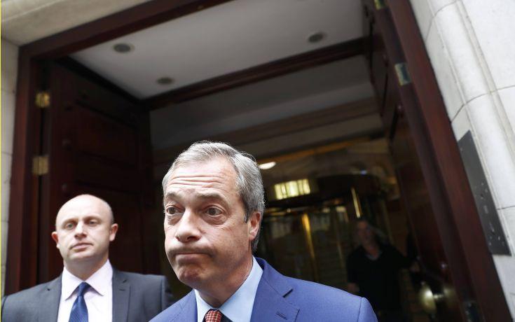 Αναβολή του Brexit και νέο δημοψήφισμα βλέπει ο Φάρατζ
