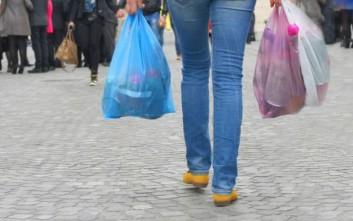 Τα πρόστιμα για τις δωρεάν πλαστικές σακούλες