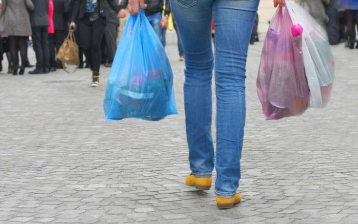 Τέλος με νόμο η δωρεάν πλαστική σακούλα