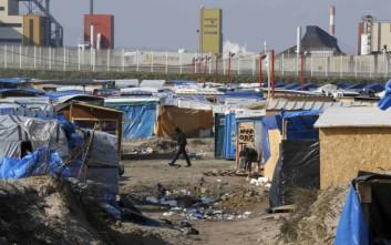 Συγκρούσεις μεταξύ μεταναστών και αστυνομικών στη «Ζούγκλα του Καλαί»