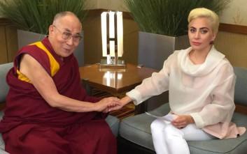 Όταν η Lady Gaga συνάντησε τον Δαλάι Λάμα