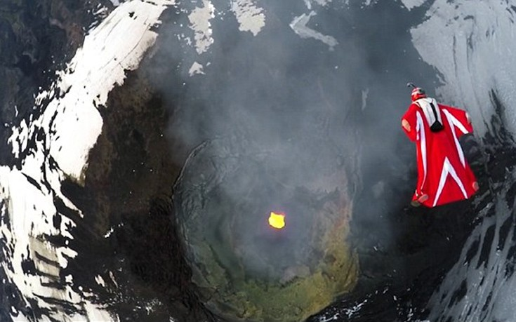 «Πετώντας» πάνω από ενεργό ηφαίστειο