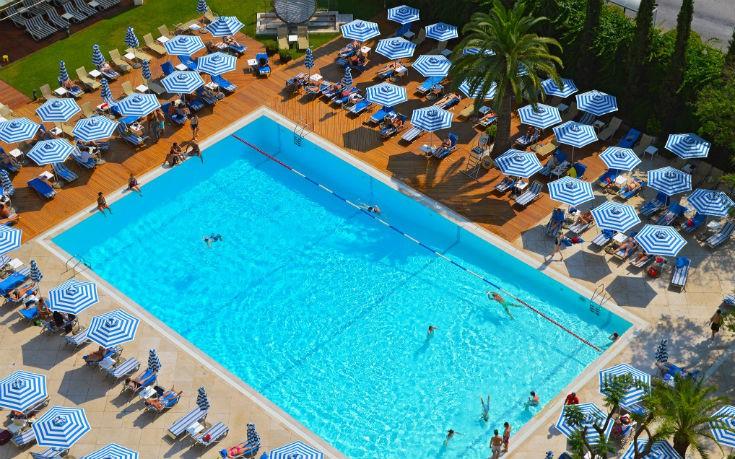 Βουτάμε στις καλύτερες πισίνες ξενοδοχείων στην καρδιά της Αθήνας