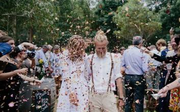 Ο πιο «χίπστερ» γάμος  με... σπιτική μπύρα και τούρτα φτιαγμένη από τη νύφη
