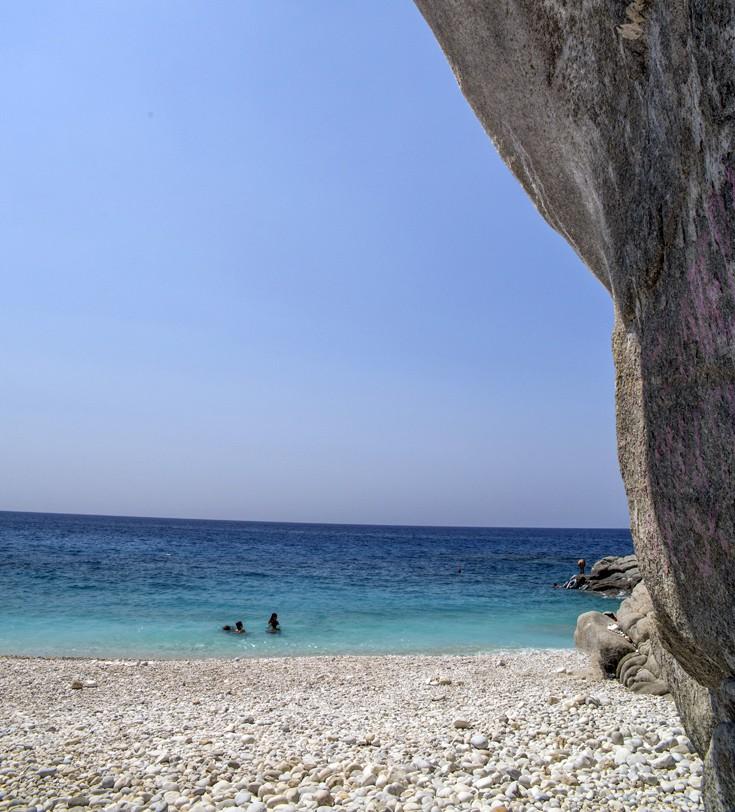 Παραλία με βράχια, Ικαρία
