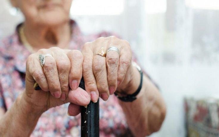 Ηλικιωμένη στη Χίο ζούσε ανάμεσα σε σκουπίδια, περιττώματα και τρωκτικά