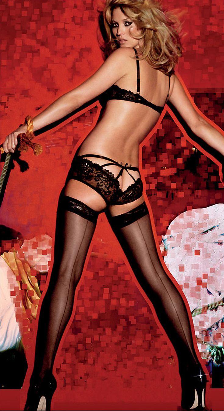 cf8956d50d14 Το 1995 έγινε η πρώτη επίδειξη εσωρούχων της Victoria s Secret με τα  μοντέλα να φορούν φτερά