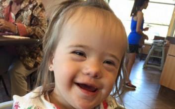 Μητέρα μοιράζεται τα συγκινητικά λόγια ενός αγνώστου για την κόρη της με σύνδρομο Down