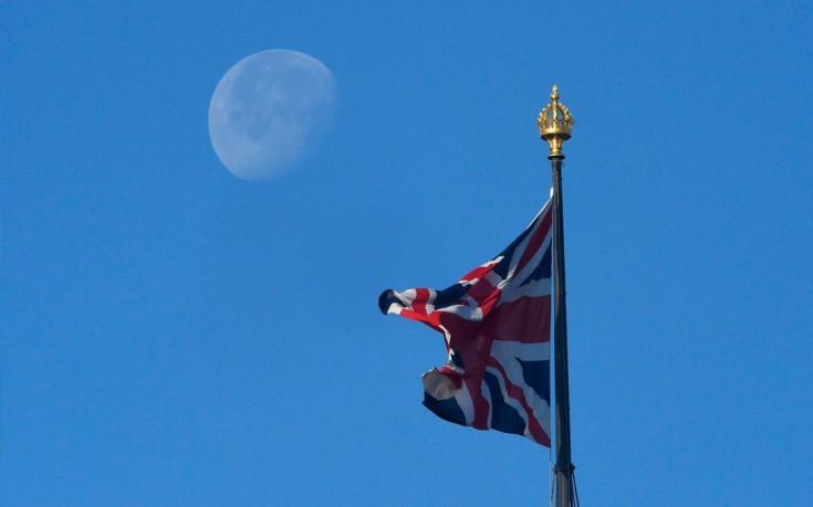 Handelsblatt: To Brexit θα πλήξει καίρια τη Βρετανία