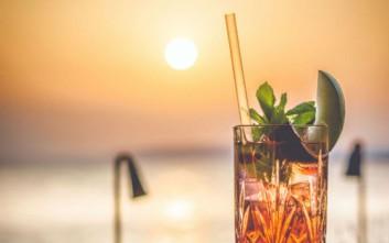 Πού να πιείτε το ποτό σας δίπλα ή με θέα στη θάλασσα