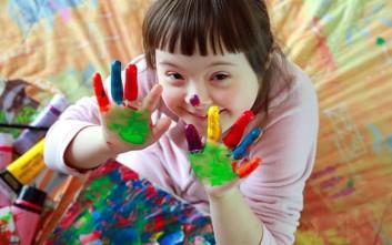 Μαθητές ζωγραφίζουν για την εκπαίδευση των παιδιών με αναπηρία