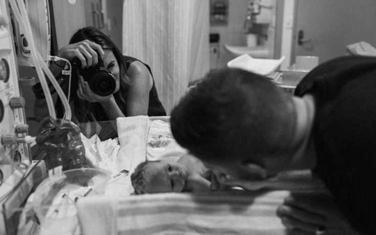 Γονείς καλωσορίζουν τα μωρά τους