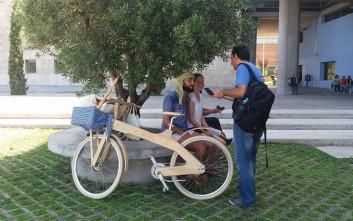 Ορθοπεταλιές πάνω σε ξύλινα ποδήλατα στη Θεσσαλονίκη