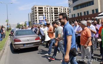 Έκλεισαν τη Λεωφόρο Αθηνών οι εργαζόμενοι στα λιμάνια