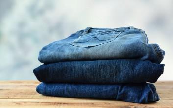 Πώς να κάνετε τα τζιν σας να μην «μπαίνουν» στο πλύσιμο