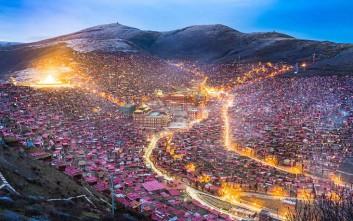 Το πυκνό «χωριό» όπου οι μοναχοί του Θιβέτ μελετούν το Βουδισμό