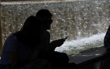Βροχές στην Ελλάδα, αφόρητη ζέστη στη Βρετανία