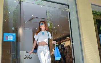 Επίσκεψη Βίκυς Χατζηβασιλείου στο κατάστημα της WIND στο Κολωνάκι