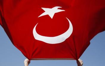 Άνοιξαν τουρκική σημαία έξω από στρατόπεδο καταδρομέων στη Ρεντίνα