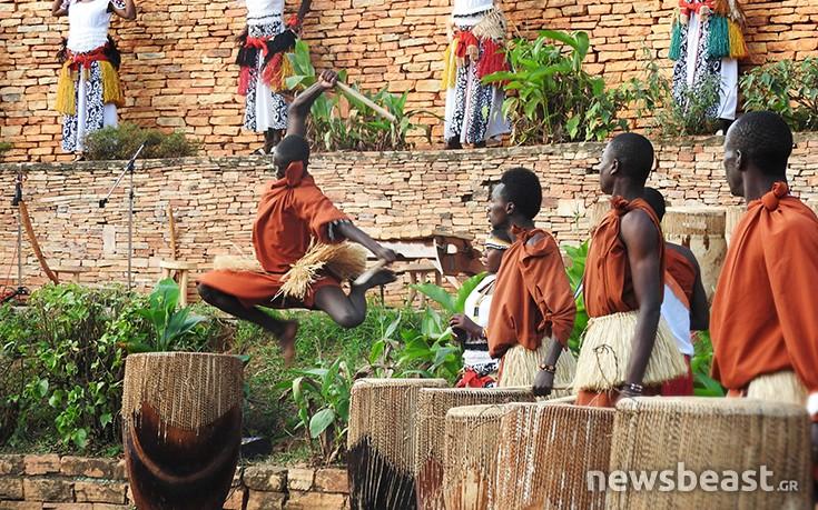 Μια φωτογραφική πανδαισία χρωμάτων αλλά και σκέψεων από μια χώρα της Αφρικής