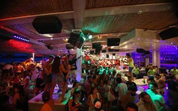 Non stop party στο Tropicana Beach Bar Restaurant στη Μύκονο
