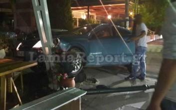 Αυτοκίνητο «μπούκαρε» σε κατάστημα στα Καμένα Βούρλα